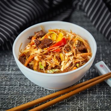 Spaghete cu porc si legume